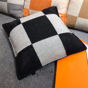 Smelov Fashion Vintage Fleece Funda de almohada Letra H Marca Cubierta de almohada europea Cubiertas de lana Lanzamiento de lujoCasas de almohadas