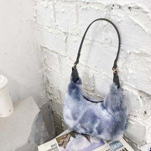 Женщины плюшевые женские плечо зимние дамы цвета мягкая сумка маленькая сумка сплошной подмышечный 2021 новая осень Tote сумки мода покупки IKVVT