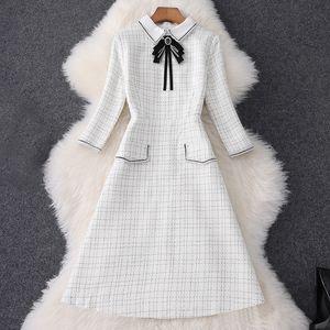2020 Automne 3/4 Crème à manches à manches Crème à crème à carreaux Tweed Tweed Ruban Cravate Navalon Longueur à genouillé Robe élégante Robes décontractées MQ3087456