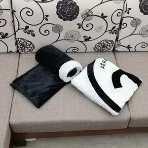 Popüler Siyah ve Beyaz Mercan Kazık Battaniye Manta Polar Kanepe Atar / Yatak / Uçak Seyahat Ekose Havlu Battaniye 130 cm ve 150 cm 2 Boyutu VIP Hediye