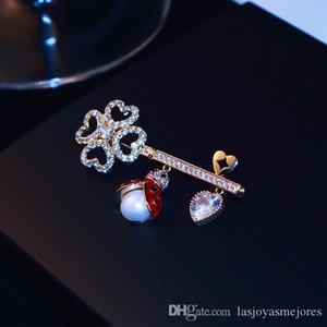 New trendy fashion luxury designer super glittering beautiful diamond zircon cute bee flower pendant pin brooches jewelry for woman girls