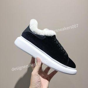 2021Man Black Triple Black Fashion Flache Socken Stiefel Freizeitschuhe XRX191015