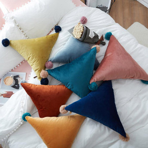 단단한 컬러 베개 좌석 쿠션 침대 소파 자동차 장식 폴리 에스터 소프트 베개 크리 에이 티브 홈 50cm 삼각형 소파 베개 공을 owe3071