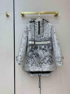 2021 밀라노 활주로 Jean Jacket 후드 롱 슬리브 패널 브랜드 똑같은 스타일의 Jean Jacket 여성 디자이너 코트 1228-31