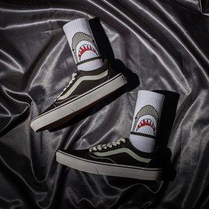 Korean fashion brand Street hip hop original night wind shark men's stockings medium tube socks female lovers' versatile skateboarding socks