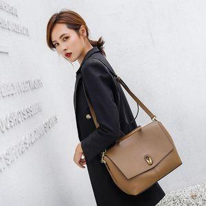 Messenger bag satchels 2020 new messenger bag women fashion trend large capacity commuter handbag shoulder
