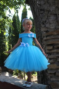 Cinderella Flower Girls Dresses with Off Shoulder and Hand Made Birthday Party Flowers Blue Tulle Satin Ball Gown First Communion Gowns