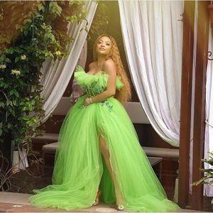 Sexy Néon Vert Tulle Tulle Tulle Robes de soirée 2021 robe formelle sans bretelles avec des appliques de fente latérales Voir à travers les longues robes de bal de bal sont désossés exposés