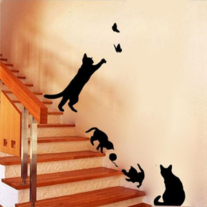 Кошка играет бабочки стены наклейки смешные черные кошка лестницы наклейки стены искусства наклейки съемные DIY детская комната гостиная домашняя комната декор