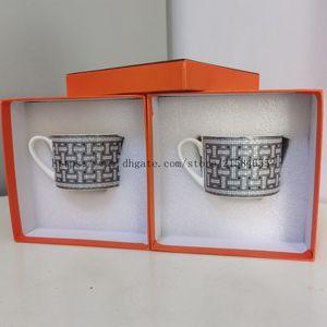 2020 Taza de café de porcelana y platillo de hueso China Conjunto de café Mark Mosaic Design Desinfline en la taza de té de oro y platillo conjunto de platillos