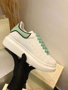 Piattaforma Kanye Black Mens Womens Chaussures Scarpa Bella piattaforma Casual Sneakers Designer di lusso Scarpe in pelle Solid Colors Dress Scarpa