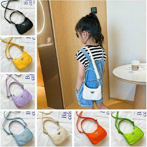 Мода девушка сумки из нилонового цвета простого цвета одно плечо сумки дети милые буквы случайные портативные мешок сумка аксессуары 7 цветов
