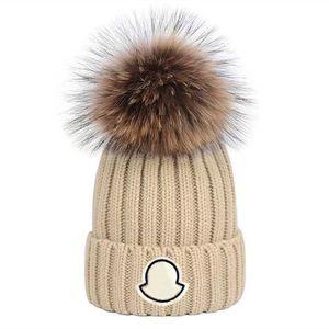 Yeni Moda Kış Kapaklar Şapka Kadın Bonnet Kalınlaşmak Kasketleri Ile Gerçek Rakun Kürk Pompomos Sıcak Kız Kapaklar Pompon Beanie Ücretsiz Kargo