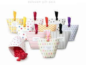 100pcs Unique European Paper favor holders flowers patterns candy boxes for wedding party guests Free shipping wholesales