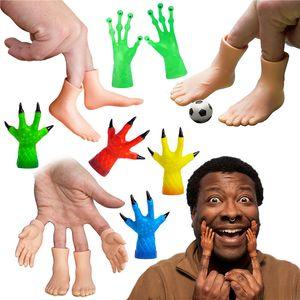 2pcs Trucco NOVITÀ Simulazione Simulazione Palme Piede Finger Sleeve Toy Puckish Alien Monster Piccola Mano Modello Halloween Dono divertente