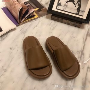 Ladies new slippers, indoor leather slippers of one type, loose and comfortable flat slippers,With complete packaging