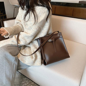 Cross Border Fashion Retro Bag Women 2021 Nuevo Versátil Moda Bolsa de hombro Ciudad Cubo Simple