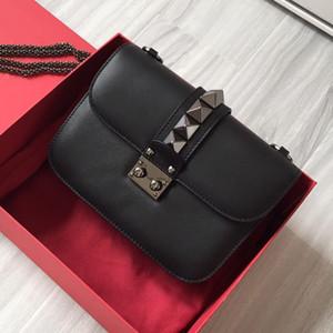 Высочайшее качество Crosssbody сумка цепная заслонка Black сумка заклепки заклепки коровьей с низким ключом продвинутый модный мессенджер пакет сцепления стеганая сумка сумка