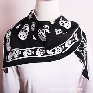 Straight New Triangle Soie Foulard en coton Coton Curling Curling Black and White Ghost Head Square
