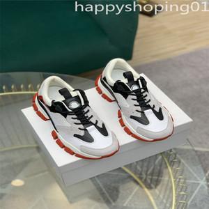 Moncler 5A Monclair Alta Calidad Hombre Italiano Hi Top Sneakers Italia Triple S Cuero Platform Platform Transters Black Blanco Casual Cales Cales Cales