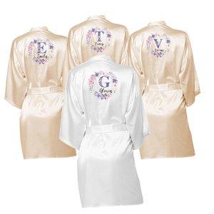 26 letras Nombre personalizado Flower Print Kimono Robe Bata de baño Mujer Silida Satén Boda Robe Robas de dama de honor