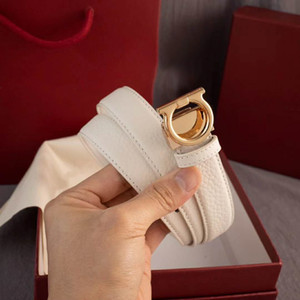 Yüksek kaliteli kadın tasarımcı kemer moda inek derisi kemerler rahat pürüzsüz toka bayan kemer genişliği 2.4 cm 18 modle hediye kutusu ile isteğe bağlı