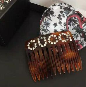 Fashiony Crystal G Lettres Designer de luxe Femmes Clips Coiffeurs Peigne Pour Classic Girl Pince à cheveux Femmes Accessoires pour cheveux Bijoux