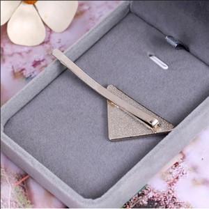 뜨거운 금속 삼각형 머리 클립 스탬프 여성 소녀 삼각형 편지 헤어 클립 패션 헤어 액세서리 고품질 선물