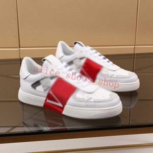 New men's and women's sneakers leather flat casual shoes platform new fashion capital letter design unisex outdoor sneakers couple models