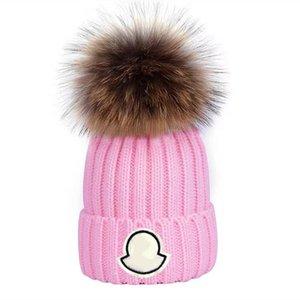 Berretto all'ingrosso New Winter Caps Cappelli Cappelli Donne Berlina Addensare Berryies con vera pelliccia di procione Pompons Pompon caldi Girl Caps Pompon Berretto Spedizione gratuita