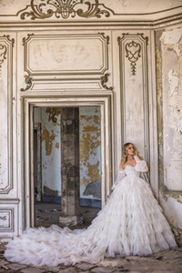 Gorgeous Wedding Dresses Sweetheart Lace Appliques Tiered Skirts Bridal Gowns A Line Sweep Train Beach Wedding Dress Plus Size