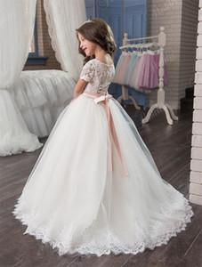 2021 Blumenmädchenkleider Formale Mädchen Kleider für Hochzeit Günstige kurze Ärmeln und Schnürung Rücken Appliques Tüll Ballkleid