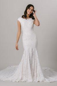 2021 Vintage Lace Mermaid Modest Wedding Dresses Cap Short Sleeves Jewel Neck Buttons Back Boho Bridal Dress For Women