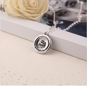 2021 Hot-selling Amulet gift sweater chain necklace accessories film and television peripheral accessories zj-1019