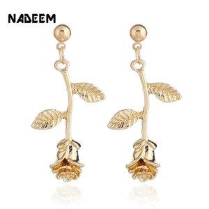 Accessori Ewelry Nadeem Femmina Gold Femmina / Oro / Argento Colore Metallo Rose Flowers Orecchini per donna per donna Orecchini romantici delicati che ...