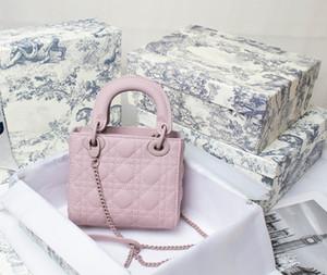 Estilo de lujo femenino 2021 Nueva moda de calidad superior de calidad diseñadores bolsos Bufanda de seda gratis Negro otoño e invierno Joker Slung Crossbody BA
