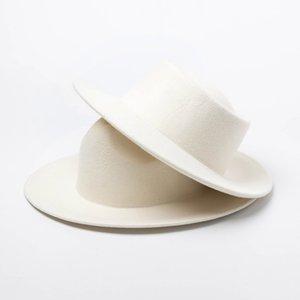 Vente chaude-femmes 100% laine feutre chapeaux de feutre blanc large fédoras de fédoras pour la fête de mariage Chapeaux de porc Pie Pie Pie Pie Fedora Hat chapeau Derby Triby chapeaux