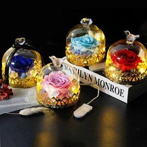 Des bêtes sculptées en métal personnalisées et de belles roses, de vraies roses rouges avec des lumières LED dans le dôme de verre, pour toujours monroe roses