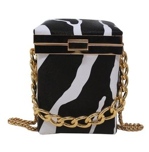 Fashion Shoulder Crossbody Bags Woman Evening Bag Trunk Shape Hot Selling Designer Bags 2020 Retro Special Parttern High Quality 2020