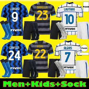Inter milan Uomini Bambini Kit Barella Jersey di calcio Lukaku Vidal Lautaro Eriksen Alexis 20 21 21 de Vrij Camicia da calcio 2020 2021 Uniformi Hakimi