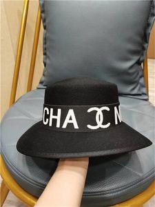 100% erkek ve kadın moda üst şapka zarif moda düz renk fedora şapka band geniş düz brim caz şapka moda trilby panama hasır şapka (