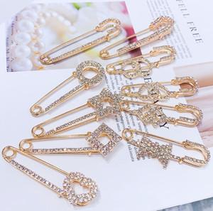 2021 Broches de designer Crystal Diamond Broches de luxe Pinques Vêtements Vêtements Costumes Alliages Broches Femmes Mode Bijoux Accessoires