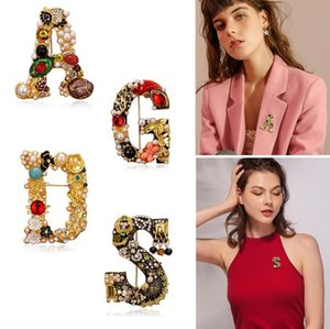 Hot sale retro fashion rhinestone pearl letter corsage, high-end simple coat clothing accessories brooch pin