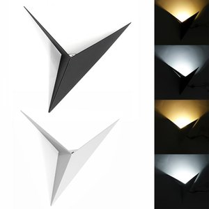 CreativeWrought Iron Shaped Triangle Wall Lamp Living Room Bedroom Bedside Table 13W LED Wall Lamp Black White Aisle Light