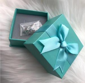 Boucles d'oreilles de design de luxe pour femmes bijoux brillant couleur d'argent CZ Crystal strass lettre boucles d'oreilles avec pierre pour la fête