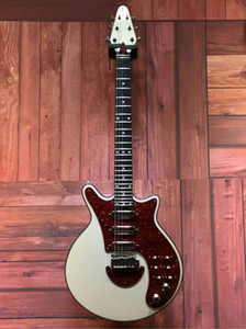 الصين جعل براين قد الجيتار الأبيض الغيتار الكهربائي 24 الحنق BMG خاص العتيقة الغيتار الكهربائي الأبيض ميزات تريمولو جسر