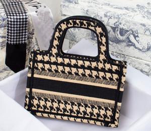 2020 Nuevos bordados de lujo Mini Totes Paris Diseñador Bolsos de diseño Moda Retro estilo étnico lienzo hecho a mano bordado patrón bolsa de compras
