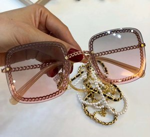 2020 new Gold Pink Square Sunglasses Gold Necklace Pearls Sonnenbrille designer Women Sunglasses Holiday Eyewear New wth box Free Delivery