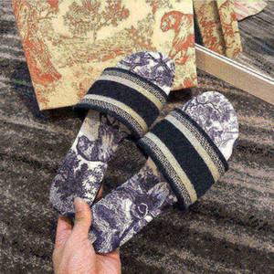 2021 Nuove donne sandali pantofole ricamo floreale broccato flip flops lussuosi mocassini spiaggia a righe in vera pelle dazzle fiori slip6553 #