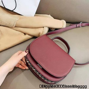 New Fashion Joker Semicircle on The Saddle Bag One Shoulder His Portable Leather Flip Lock Chain Small Lady Handbag High Quality Package